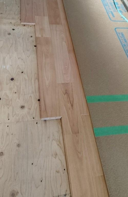 さくらの床板施工
